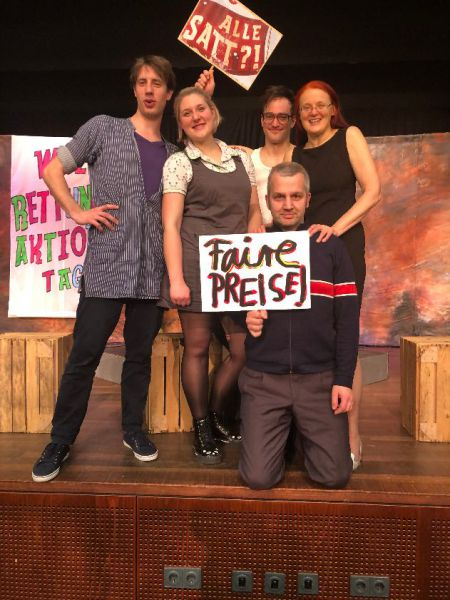 "Theater ""Alle satt"" in der Aula"